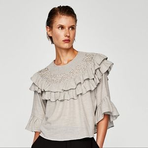 RUFFLED TOP WITH FAUX PEARLS